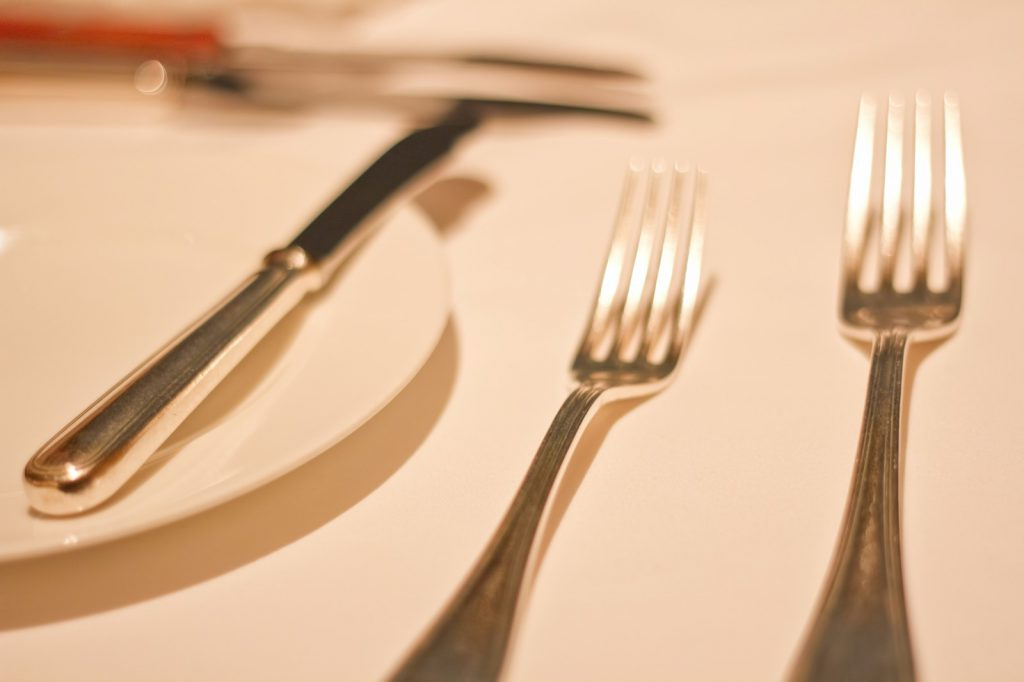 テーブルクロスとフォークとナイフ