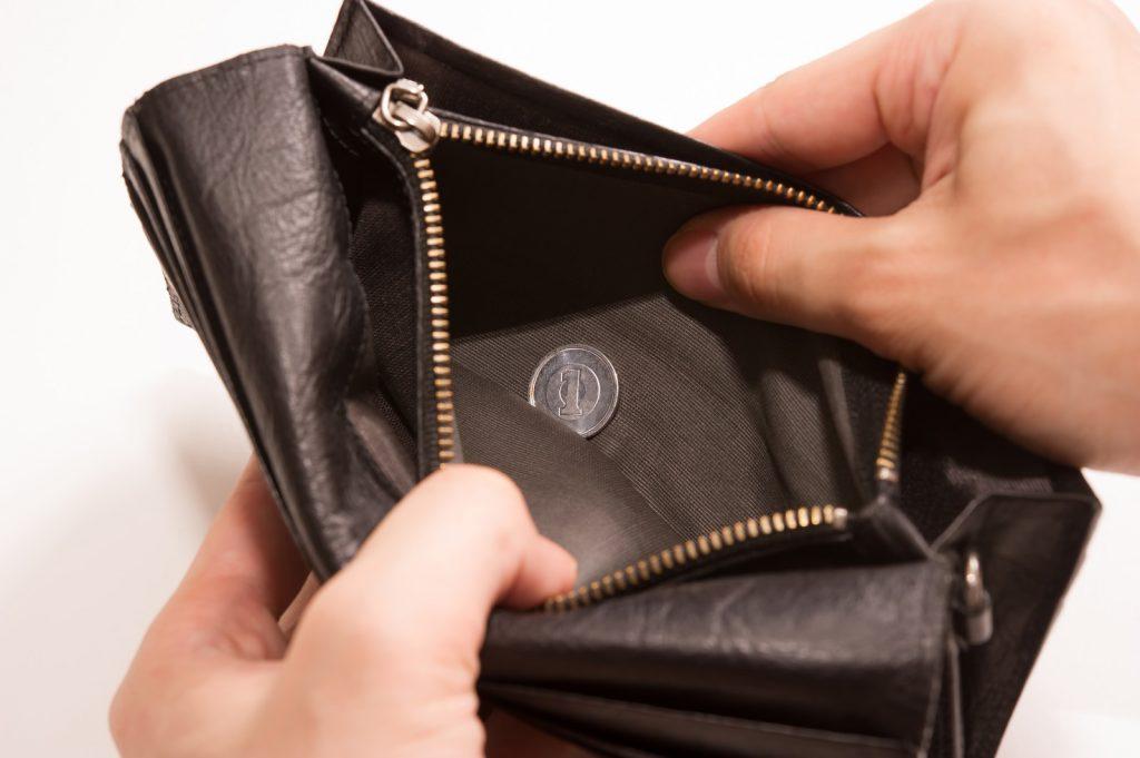 中が空っぽな財布