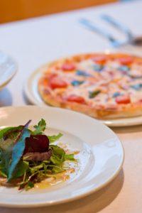 マルゲリータと前菜のサラダ