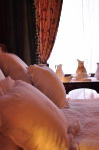 ピンク色のベッド部屋