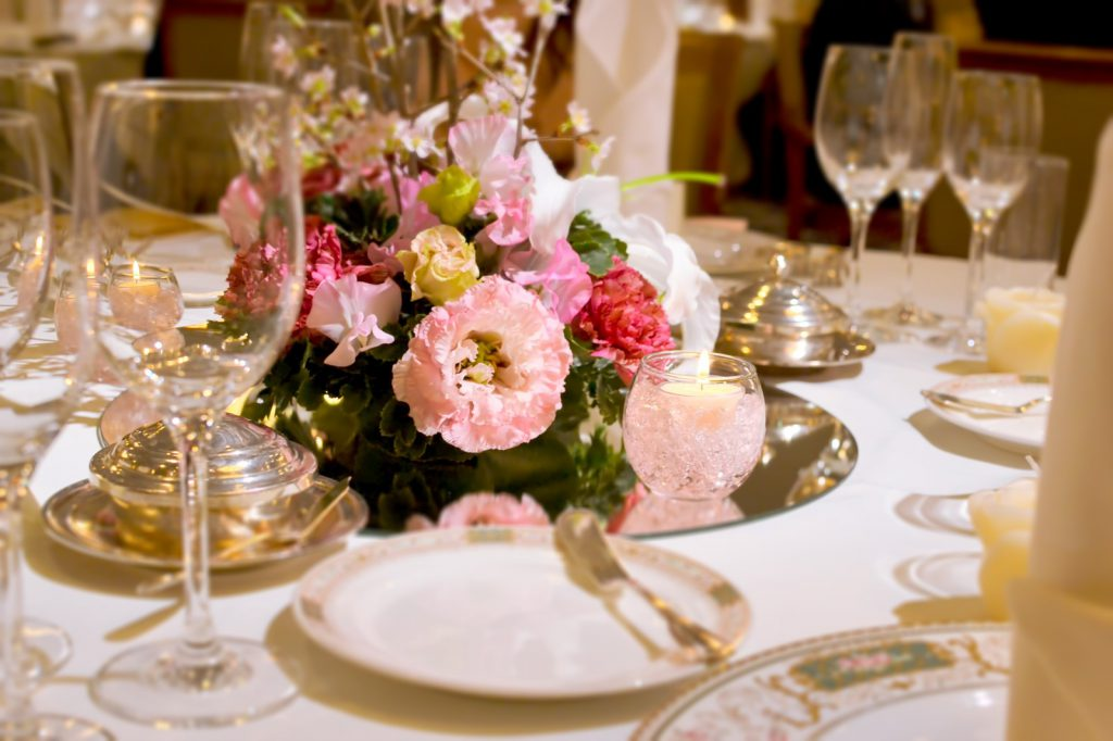結婚式場のテーブル