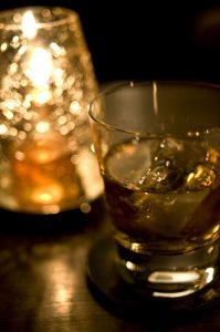 ウイスキーとキャンドル