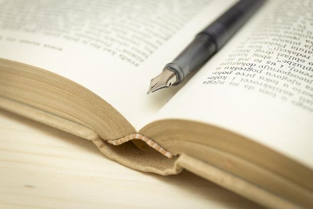 本とその間に挟まったペン