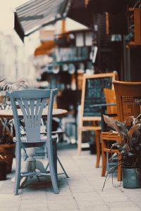屋外のカフェテリア