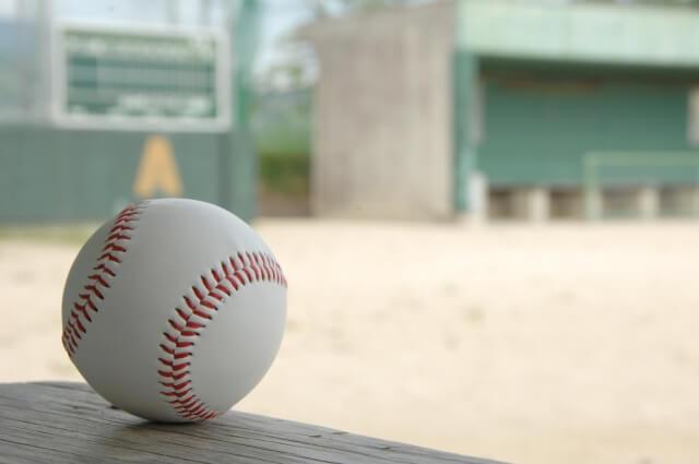 プロ野球ボールと野球場