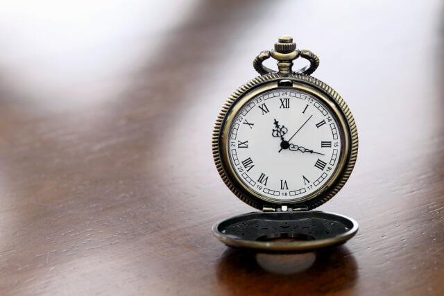 開かれた懐中時計