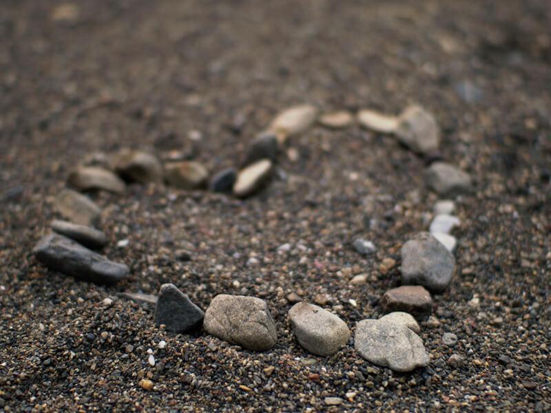 小石で作られたハート