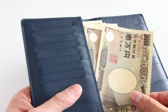 お財布に入った万札