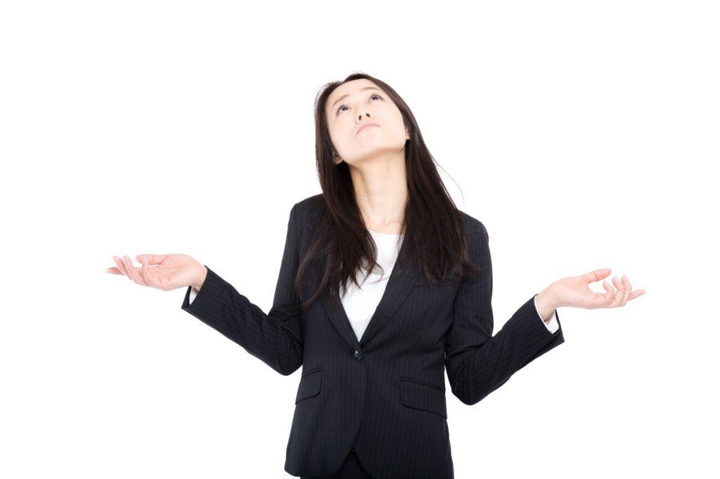 会社にうんざりする女性