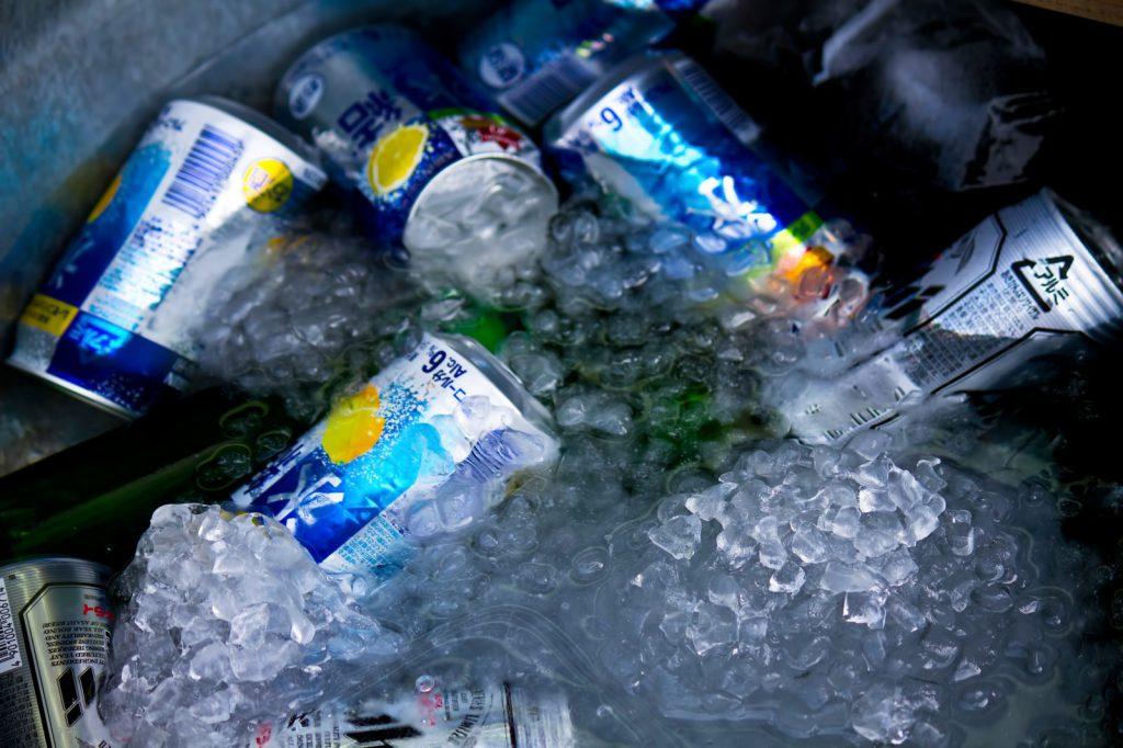 氷で冷やされたビール