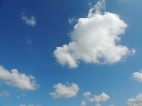 雲間に見える日の光