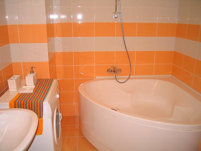 オレンジの浴室