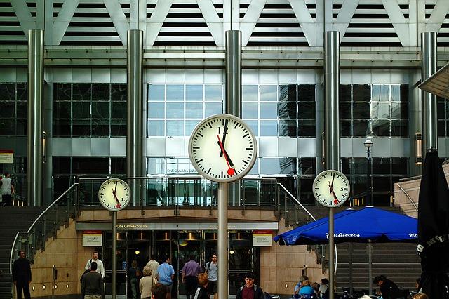 駅前の時計