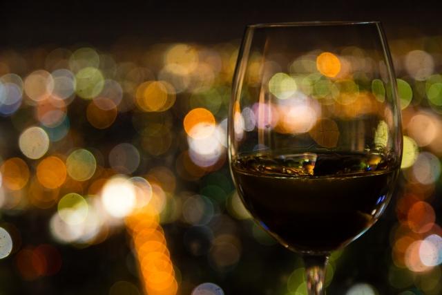 ワインとカクテル光線