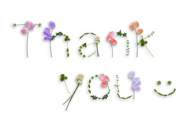 草花で作られた「Thank you」