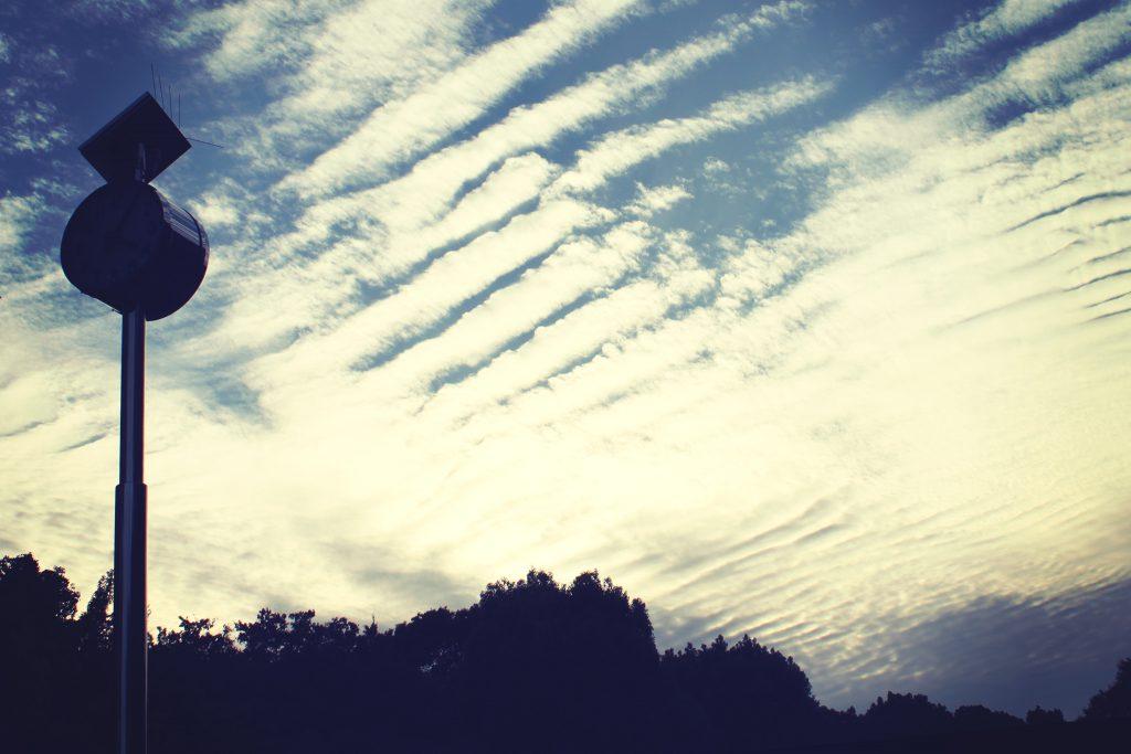 夕方の秋の空とうろこ雲