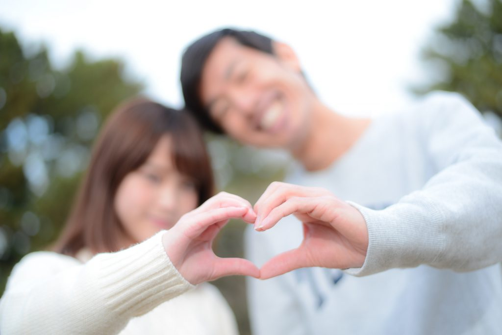 遠距離恋愛のルールを作るカップル
