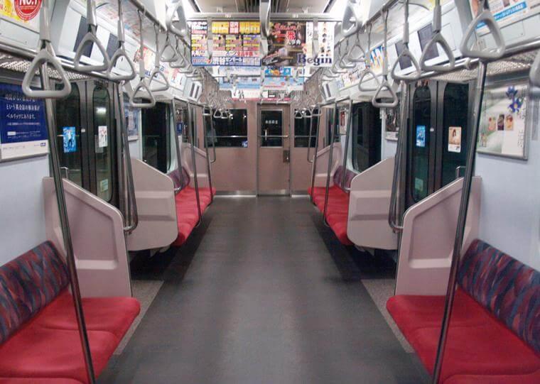東急東横線の電車内