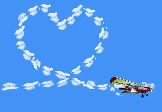 ハート型の飛行機雲