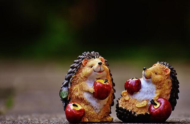 2体のハリネズミのおもちゃ