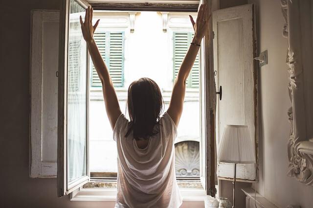 古民家で暮らす女性の朝