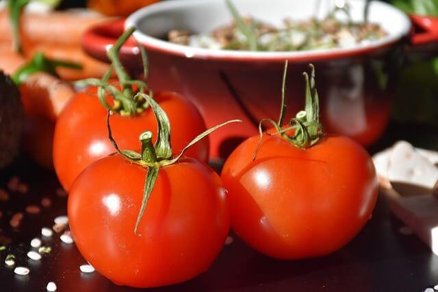 キッチンにあるトマト