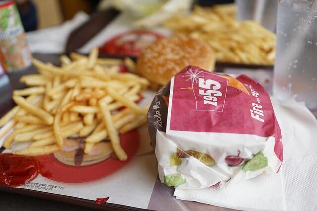 ポテトやハンバーガー