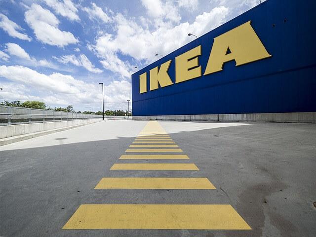 IKEA前の駐車場