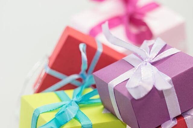 カラフルなプレゼント箱