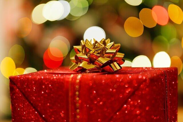 赤いプレゼント箱