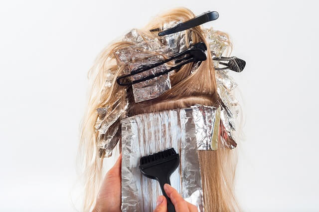 カラーリングしている最中の髪
