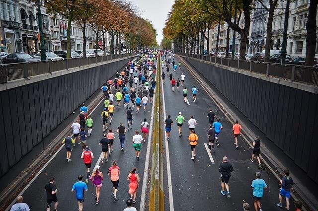 何百人が走る市民マラソン
