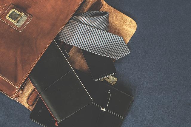 ネクタイが入ったレザーケース