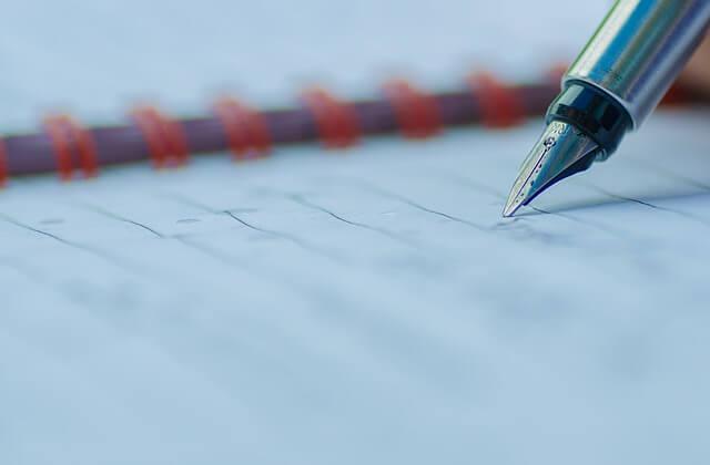 高級ペンで書かれたメモ