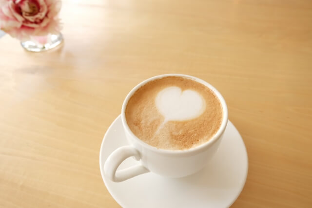 ホットのカフェラテ