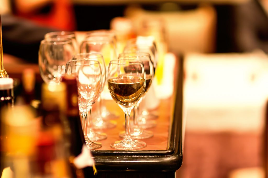 お洒落なレストランとワイン