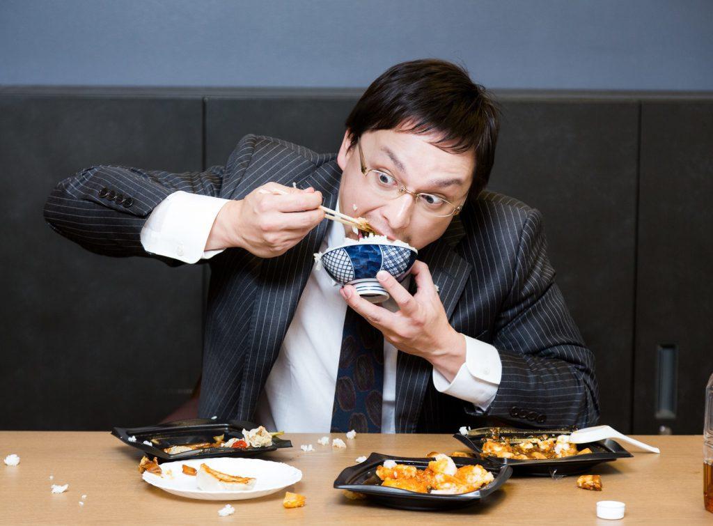 食べ方の汚い男性