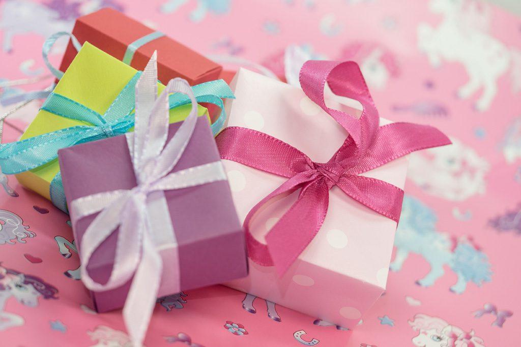 可愛い包装がされたプレゼント