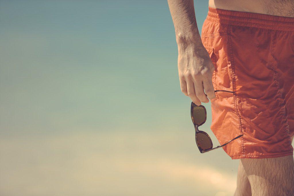 洒落た夏の男性