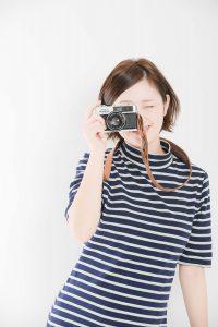 カメラ好きな女性