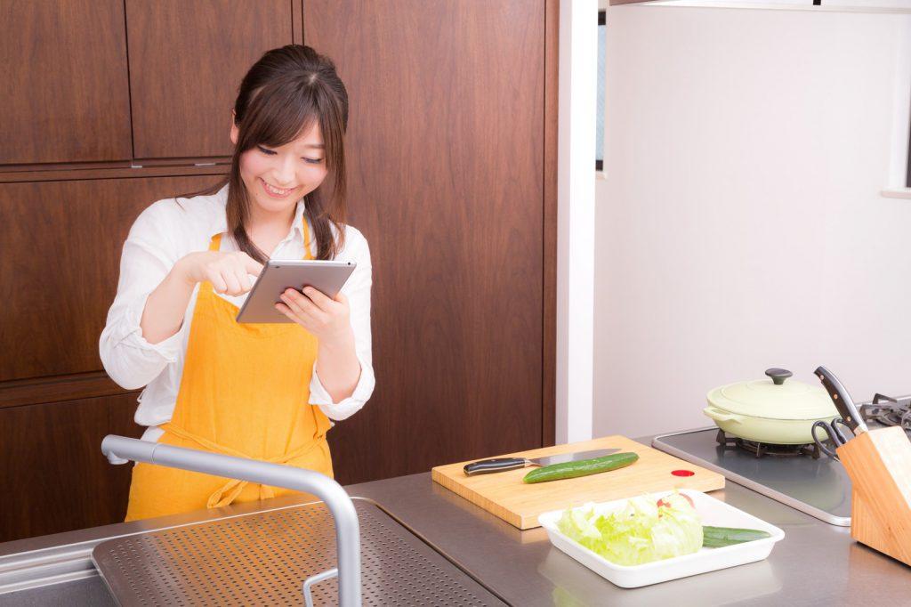 料理する姉