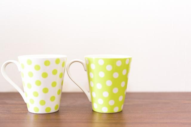 2つの同じマグカップ