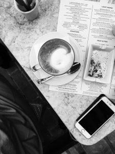 iPhoneとコーヒー