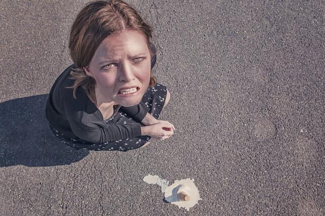 復縁に失敗して泣く女性
