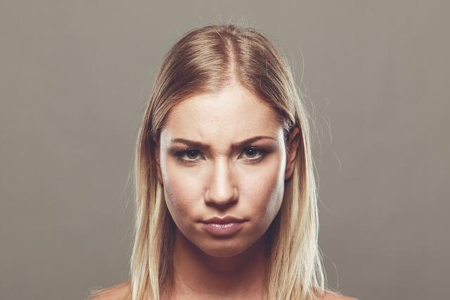 不満の溜まった女性