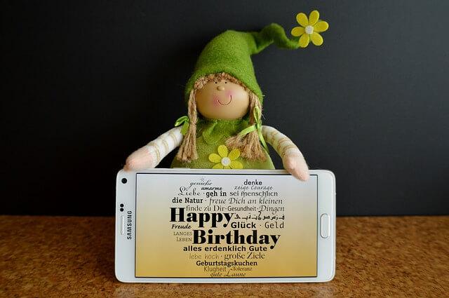 みんなの寄せ書きが集まった誕生日メッセージ