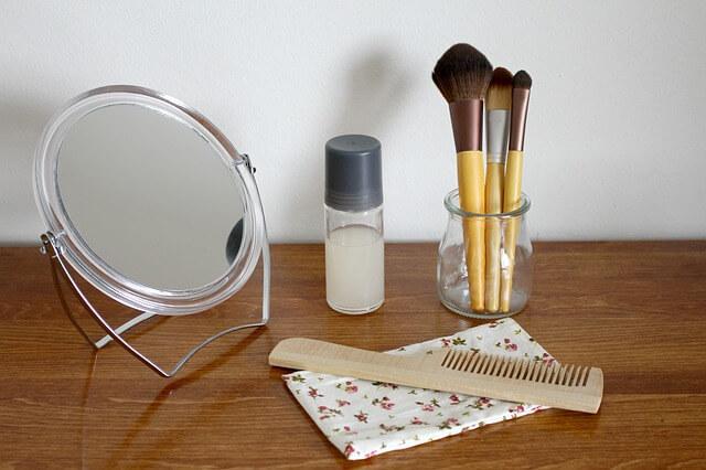 化粧道具と化粧台