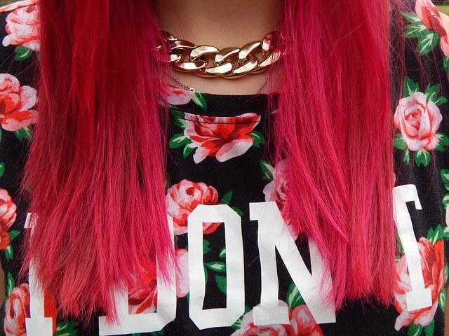ピンク色の髪をしたド派手な女性