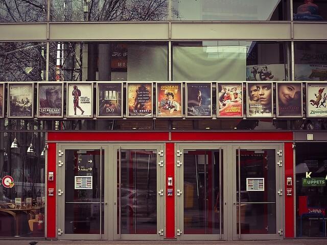 映画館の入り口