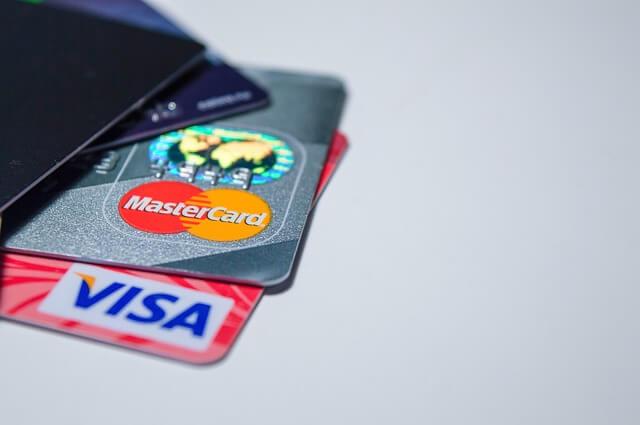 財布にあるクレジットカード